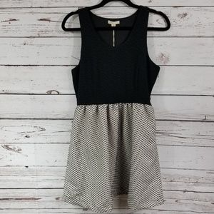 Tulle Sleeveless Dress with Side Zipper Size Large